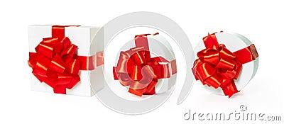 Tre contenitori di regalo bianchi del quadrato del pasteboard