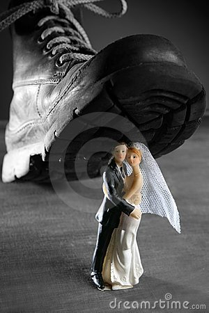 Tread a marriage couple figurine