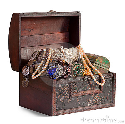 Free Treasure Trunk Royalty Free Stock Images - 18062959