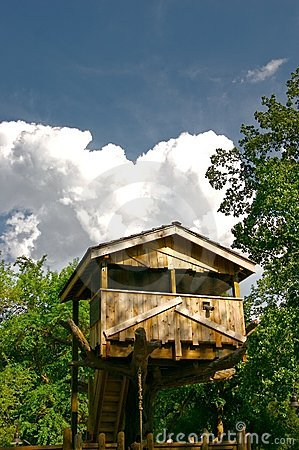 Free Tree House On A Summer Day Royalty Free Stock Photos - 3955778