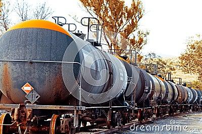 Trem com carga do petróleo