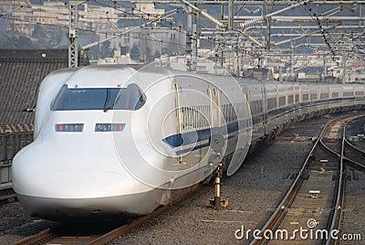 Trem de bala de Shinkansen em Japão