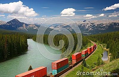 Tren que se mueve en Moutains
