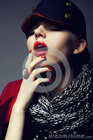 Free Trendy Fashion Woman In Modern Cap - Stylish Make Stock Images - 27517164