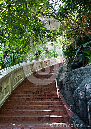 Treppen zur goldenen Montierung
