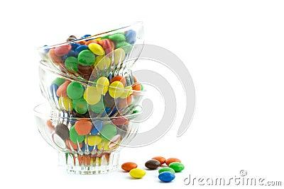 Tres bol de vidrio llenados llenados de los caramelos - Bol de vidrio ...