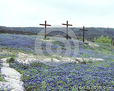 Tres cruces en capos azules