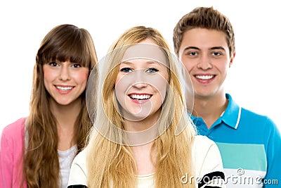 Tres personas jovenes