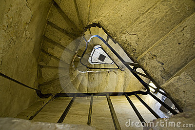 Triangulated spiral stairs