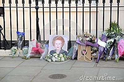Tributi ad ex Minster principale britannico Margret Thatcher Who Died L Fotografia Editoriale