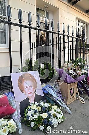 Tributos à igreja principal britânica ex Margret Thatcher Who Died L Fotografia Editorial