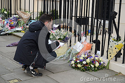 Tributos a la ex iglesia de monasterio primera británica Margret Thatcher Who Died L Foto de archivo editorial