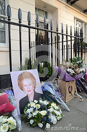 Tributos a la ex iglesia de monasterio primera británica Margret Thatcher Who Died L Fotografía editorial