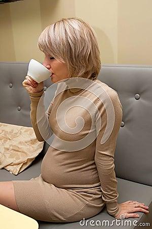 Trinken der schwangeren Frau