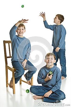 Triplets Yo-yoing