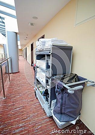 Trole da limpeza do quarto de hotel