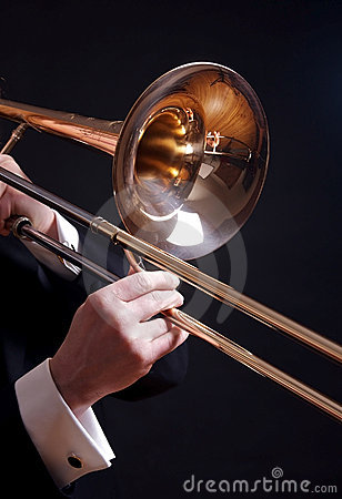 Trombone no preto