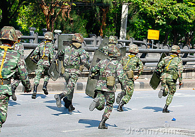 Troops advancing to Din Daeng intersection Editorial Stock Image