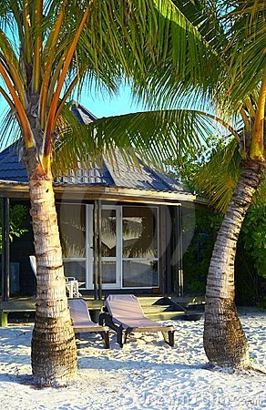 Free Tropical Bungalow Is On The Beach Stock Photography - 3840632