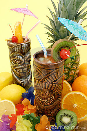 Free Tropical Drinks And Fruits Royalty Free Stock Photography - 4924377