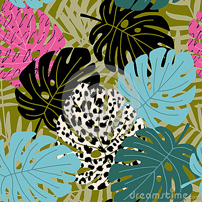 Free Tropical Palm And Monstera Leaf Seamless Pattern With Leopard Skin Texture. Hawaiian Design, Vector Illustration Royalty Free Stock Photography - 83822497