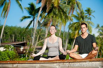 Tropical Yoga Couple