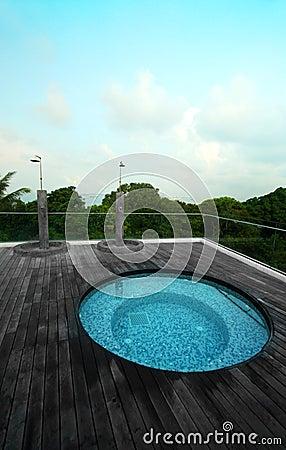 Tropisk rooftop för semesterort för hotellbubbelpoolpöl