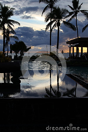 Tropisk semesterort på solnedgången, Denarau ö, Fiji