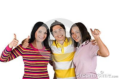 Três amigos felizes com thumbs-up