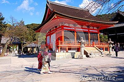 Três mulheres japonesas em Kiyomi