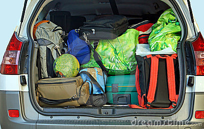 Très véhicule avec le joncteur réseau plein du bagage