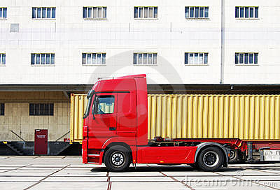 Truck and cargo container