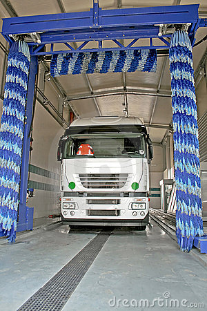 Free Truck Wash Stock Photography - 2732402