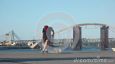 Truco fallado del skateboarding metrajes