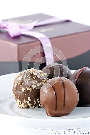Les boites dans la maison . - Page 21 Truffes-de-chocolat-et-cadre-de-cadeau-thumb15880411
