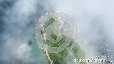 Trutnia krótkopęd wzdłuż wybrzeża Rosja na słonecznym dniu w mgle zdjęcie wideo