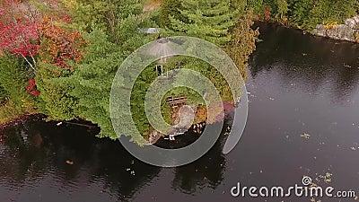 Trutnia lot nad jurtą na jeziorze w Kanada zdjęcie wideo