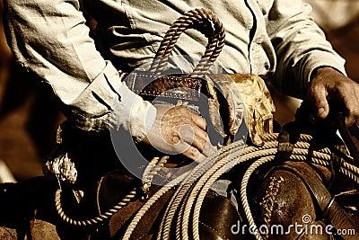 Tät cowboy som fungerar upp