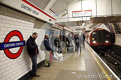 Tube de Londres, cirque d Oxford Image éditorial