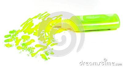 Tubo vuoto di una pittura flavovirent