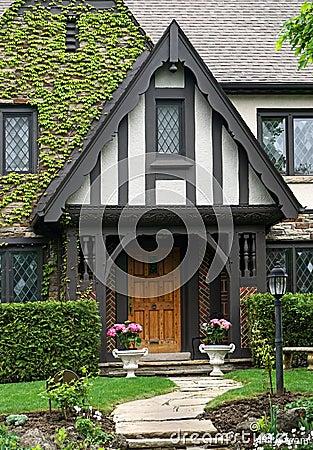 Free Tudor Style House Royalty Free Stock Photos - 54018498