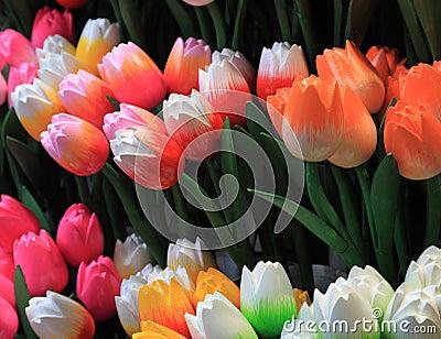 Tulipany drewniani