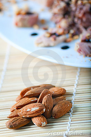Tuna and Almonds with Vinegar Glaze