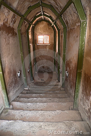 Tunnel 02