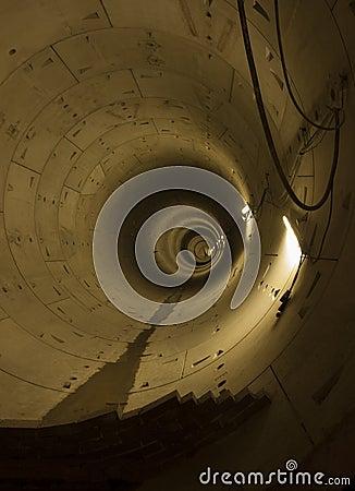 Tunnel de métro dans la construction