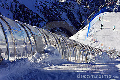 Tunnel for skiing