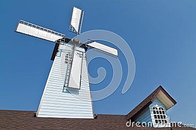 Turbinas y ventana de viento en la azotea