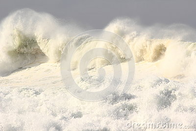 Turbulent ocean wave