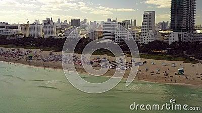 Turistas de diciembre en Miami Beach Florida almacen de video