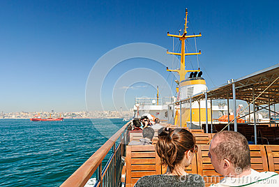 Turistas no barco Foto de Stock Editorial